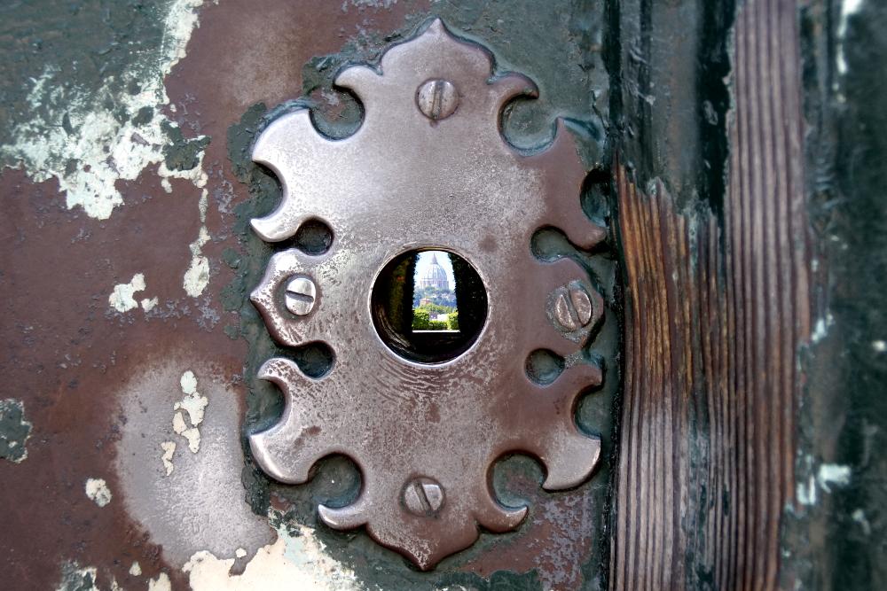 Blick durch das Schlüsselloch auf dem Aventin.