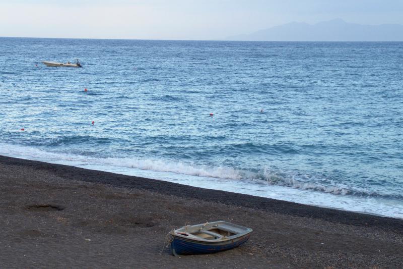 Santorins schönste Strände Kamari Beach Santorini Greece